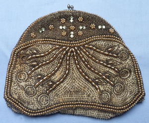 1920s-flapper-seeded-purse-1