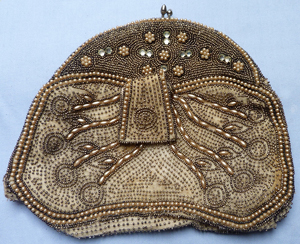 1920s-flapper-seeded-purse-2