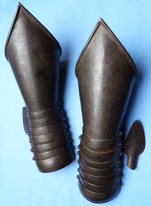 antique-armoured-gauntlets-1