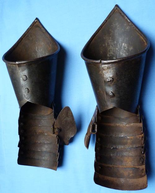 antique-armoured-gauntlets-2