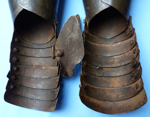 antique-armoured-gauntlets-4