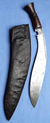 antique-kukri-and-scabbard-2