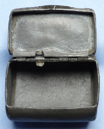 antique-pewter-snuff-box-2