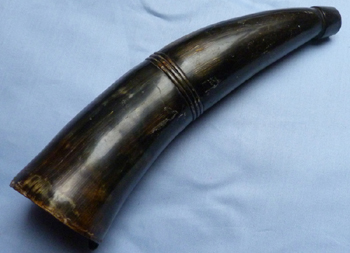english-antique-powder-horn-1