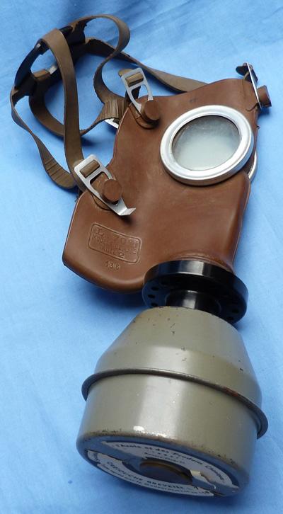french-ww2-gas-mask-2
