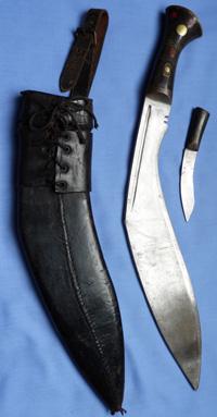 kukri-and-scabbard-2