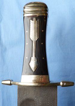 massive-bowie-knife-3