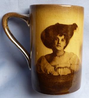 music-hall-mug-1