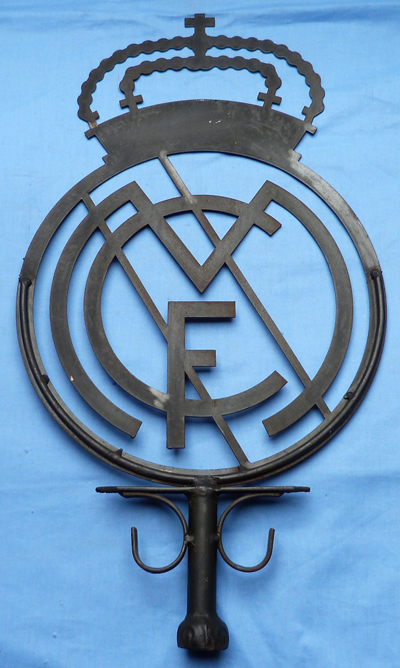 real-madrid-stadium-sign-1