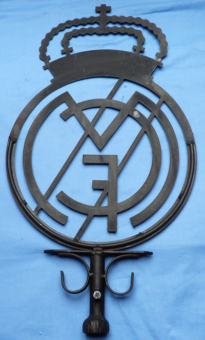 real-madrid-stadium-sign-2