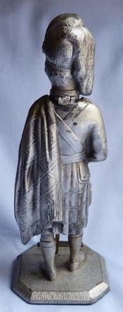 scottish-soldier-statue-2