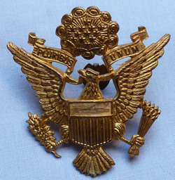 us-ww2-army-officer-cap-badge-1