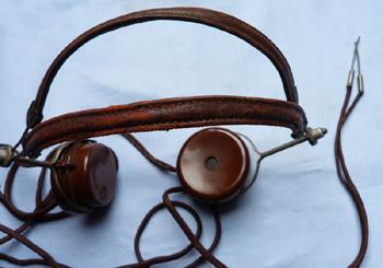 vintage-bbc-headphones-4