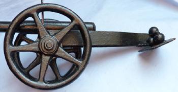 vintage-model-cannon-4