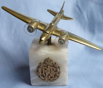 ww2-british-bomber-statue-1