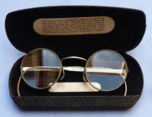ww2-british-gas-mask-glasses-1