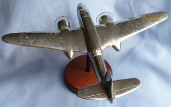 ww2-british-nickel-bomber-statue-4